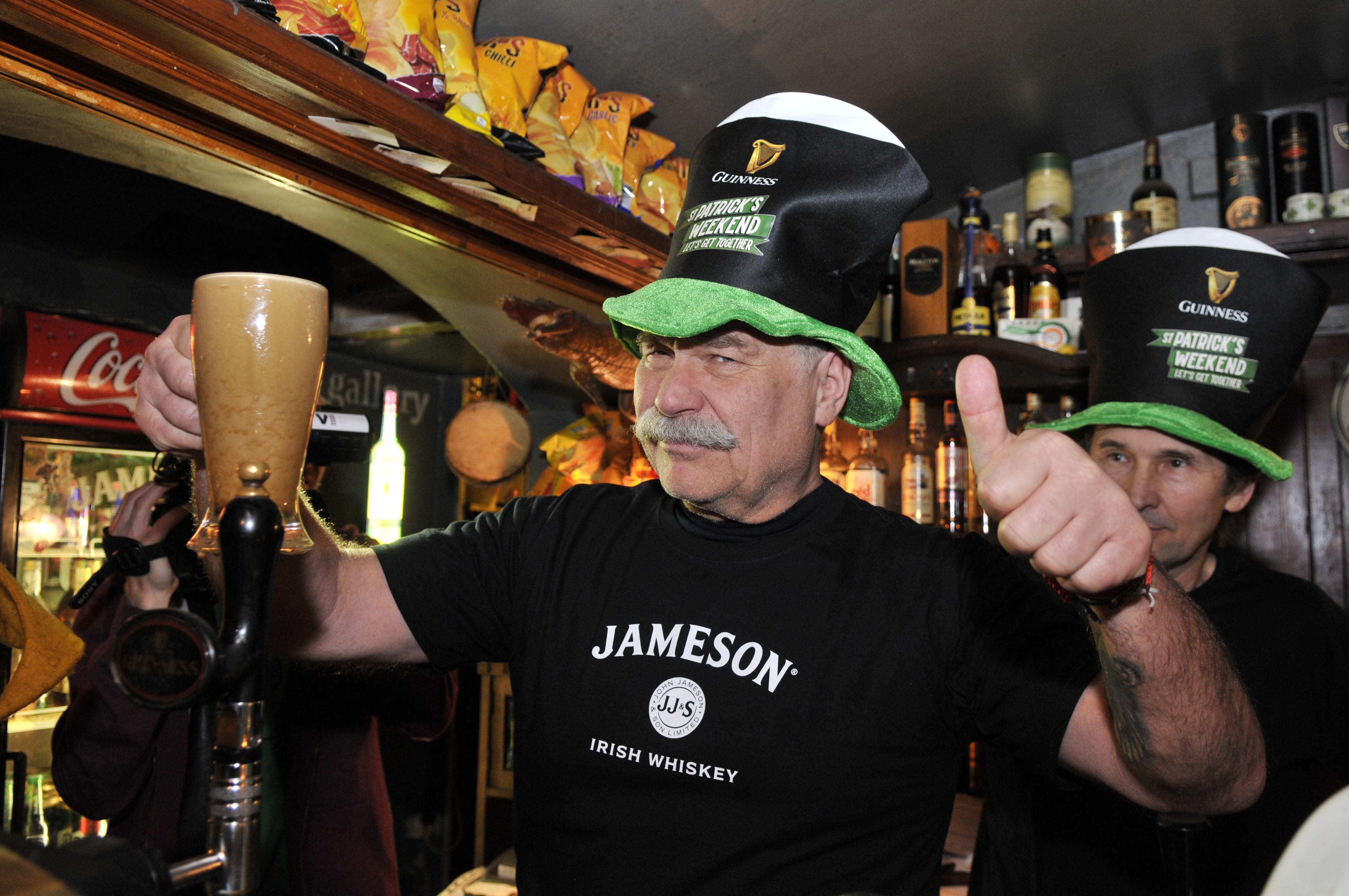 Zapijte Patrika Guinnessem