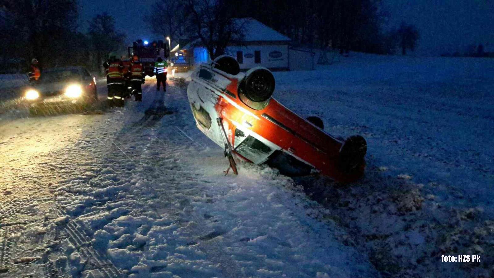 Spadne trocha sněhu a hasiči se nezaství...